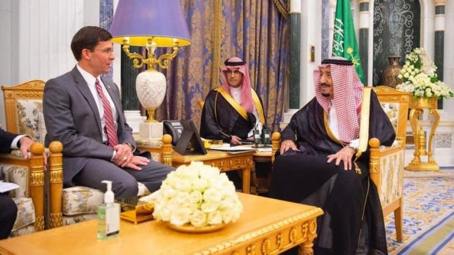 خادم الحرمين الشريفين يجري مباحثات مع وزير الدفاع الأمريكي بقصر اليمامة
